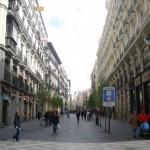 Un policía salva la vida a una anciana en una calle del centro de Madrid